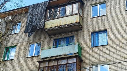 Сильный ветер сорвал часть крыши воронежской пятиэтажки