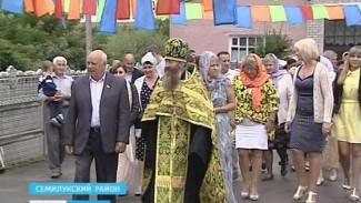 Камень в основание храма Сергия Радонежского освятили в селе Медвежье Семилукского района