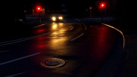 Ночью на подъезде к Воронежу опрокинулся внедорожник: трое в больнице