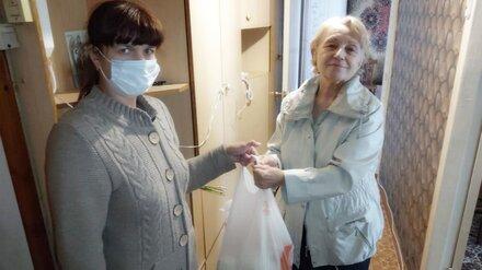 Волонтёры «Россети Центр Воронежэнерго» поздравили пенсионеров с Днём пожилых людей