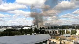 Воронежцев напугал густой чёрный дым в небе над городом: появилось видео