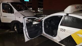 В Воронеже клиенты избили медлительного таксиста и угнали его машину
