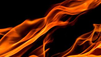 В пожаре в воронежском микрорайоне заподозрили поджигателей на мотоциклах