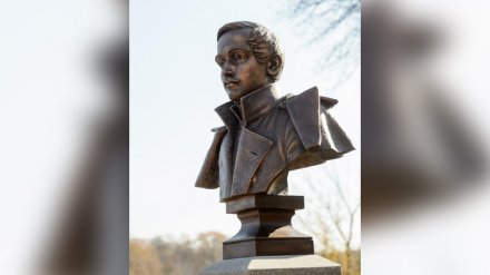 Столичный скульптор создал памятник Лермонтову для старинной воронежской усадьбы