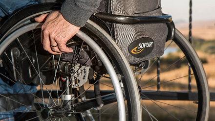 В Воронеже Volvo сбил мужчину в инвалидной коляске