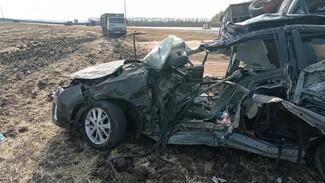 В Воронежской области в ДТП с КамАЗом погибли 3 человека