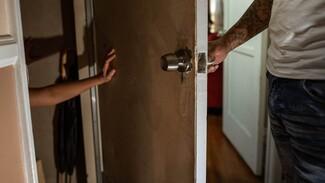 Воронежец попросил спасти 9-летнюю дочь и 10-летнего сына от отчима-тирана