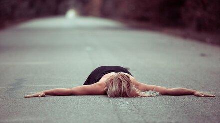 В Воронеже неадекватная женщина на дороге напугала автомобилистов