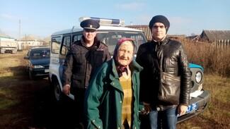 В Воронежской области полицейские спасли заблудившуюся пенсионерку