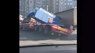 Воронежцы сняли на видео ДТП с гружёным манипулятором