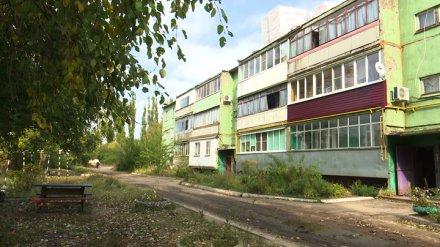 Под Воронежем жильцы многоэтажки после плохого капремонта со скандалом прогнали рабочих