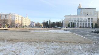 На площади Ленина в Воронеже началась установка катка
