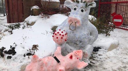 В Воронеже слепили новую снежную скульптуру у авторынка