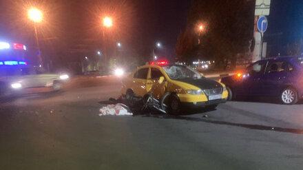 В Воронеже в ДТП на перекрёстке разбился 26-летний мотоциклист