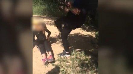 Подростки на камеру избили воронежскую школьницу: девочка попала в реанимацию