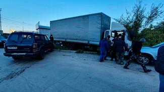В Воронеже водитель грузовика потерял сознание и протаранил 3 легковушки