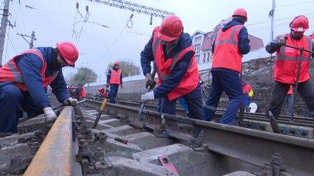 В Воронеже под виадуком у «Работницы» досрочно начали укладывать рельсы