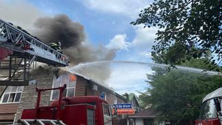 При пожаре в авторском отеле в Воронеже обрушилась крыша