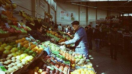На воронежском рынке покупателя ударили ножом