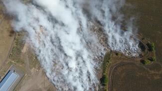 В Воронежской области едкий дым горящей свалки окутал участок трассы М-4 «Дон»