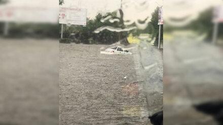 В воронежских Лисках после мощнейшего ливня утонула иномарка