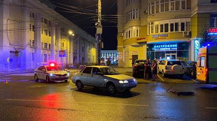 В центре Воронежа легковушка сбила мужчину на электросамокате