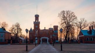 У дворца Ольденбургских под Воронежем нашли повешенным 20-летнего парня
