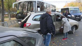 Водитель «ПАЗа» в Воронеже устроил ДТП с 8 автомобилями