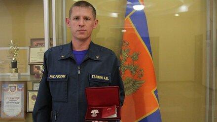 Президент наградил бросившегося на помощь утопающим воронежского спасателя