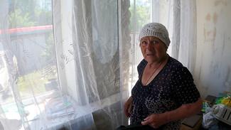 Одна из пострадавших из-за коммунальной аварии показала затопленный дом изнутри