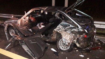 В Воронежской области при столкновении грузовика и легковушки пострадали три человека