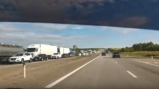 На трассе М-4 «Дон» в Воронежской области снова образовалась огромная пробка