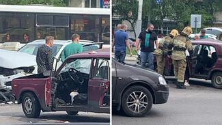 В жёстком ДТП на Заставе в Воронеже пострадали юные парень и девушка