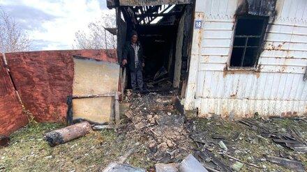 Воронежского сельчанина осудили за смерть подруги при пожаре из-за забытой на плите еды
