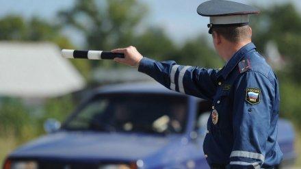 Воронежец протащил по асфальту инспектора ДПС, зажав ему руки окном машины