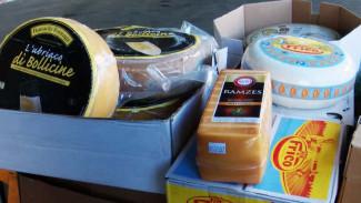 В Воронеже на свалку отправили 300 кг санкционных элитных сыров
