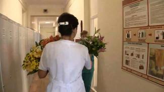 Воронежские предприниматели подарили медикам цветы перед уходом в изоляцию
