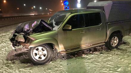 Под Воронежем пикап влетел в столб: пострадали двое детей