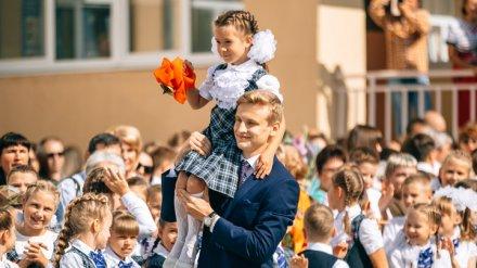 В нововоронежские школы в общегородской День знаний пошли 3,3 тыс. учеников