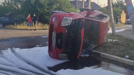 В Воронеже Kia опрокинулась после ДТП: пострадали мальчик и девушка