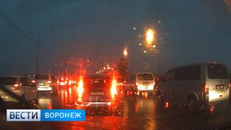 Воронежцы: на выезде из города из-за брошенных строительных блоков и непогоды образовалась пробка
