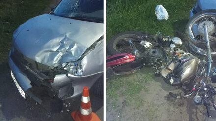 В Воронежской области байкер и его 17-летний пассажир попали в больницу после ДТП
