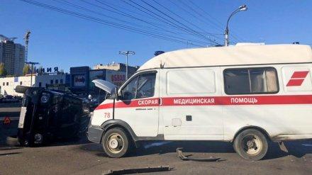 В Воронеже женщина на иномарке врезалась в перевозившую пациента «скорую помощь»