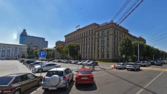 Чиновникам облправительства запретят бесплатно парковаться на площади Ленина в Воронеже