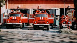 На трассе в Воронежской области загорелась фура: пострадал водитель