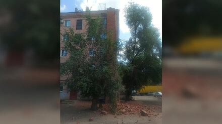 Воронежцы пожаловались на кирпичи, падающие на газовую трубу