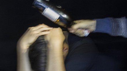 В воронежском кафе мужчину сильно избили стеклянной бутылкой