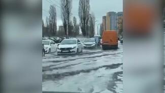 Улица в Воронеже ушла под воду после сильного ливня