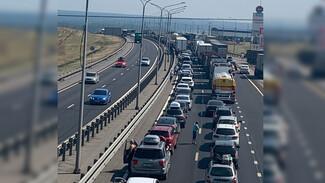 В Воронежской области на трассе М-4 «Дон» перевернувшаяся фура спровоцировала пробку