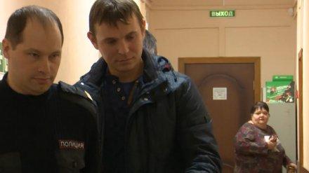 Троих воронежских экс-полицейских лишили свободы на 3,5 года за пытки электрошокером